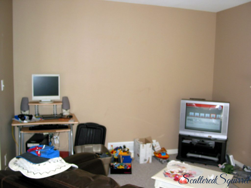 family room before pic, messy, no system for toys